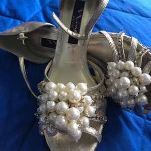 Nina gold shoes brand new
